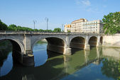 Bridges over the Tiber river in Rome - Italy — ストック写真