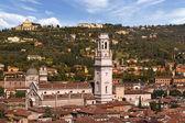 Vérone-italie - la cathédrale et les collines — Photo