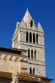钟塔的卡拉拉大教堂十二世纪-意大利 — 图库照片