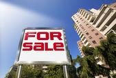 Huis te koop - groot chroom billboard — Stockfoto