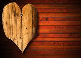 Kahverengi ahşap zemin üzerinde ahşap kalp — Stok fotoğraf