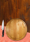 Cutting Board on Wood Table — Stockfoto