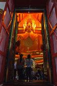 Groß gold buddha-statue — Stockfoto