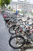 Sint Niklaas city in Belgium cycle shed during the market — Stockfoto