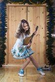 молодая девушка в этнических платье — Стоковое фото