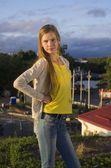 Teenage girl posing in the city — Zdjęcie stockowe