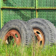 Foto Stock: Old industrial truck wheel on wasteland
