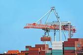 Navio e guindaste de carga — Fotografia Stock