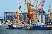 Bunker ship (fuel replenishment tanker) under port crane — Stock Photo
