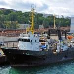 Trawler ship in harbor — Stock Photo