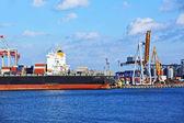 Cargo crane and ship — Stockfoto