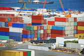Nákladní kontejner v přístavu — Stock fotografie