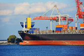 Nave y grúa de carga — Foto de Stock