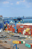 Cargo container, pipe and grain drayer in port — 图库照片