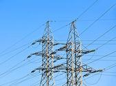 Linii elektrycznych wysokiego napięcia — Zdjęcie stockowe