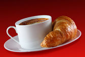 Coffee and croissant — 图库照片