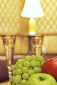 Fruit and glasses on table in interior — Stock fotografie