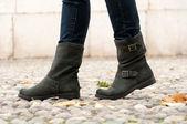 Laarzen voor vrouw buiten. — Stockfoto