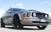 Un 2005 construit ford mustang gt — Photo