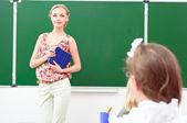 öğretmen ve öğrencilerin sınıf — Stok fotoğraf