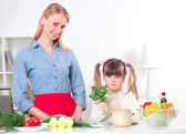 Family make meal — Stock Photo