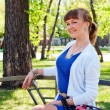 Portrait of a beautiful woman in summer park — Stockfoto