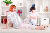 Madre e bambino, arredamento casa — Foto Stock