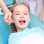 Girl visiting dentists, visit the dentist — Stock Photo