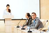 Los empresarios se comunican a la conferencia — Foto de Stock