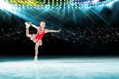 Wydajność młodych łyżwiarzy, ice show — Zdjęcie stockowe