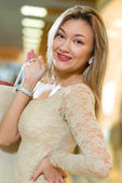 Portrait of a beautiful woman in a shopping center — Stok fotoğraf