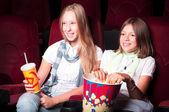 Teen girls at the cinema — Foto de Stock