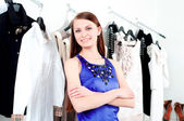 Young woman in mall buying clothes — Foto Stock
