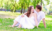 Couple in the park — Stockfoto