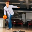 Young man playing bowling — Stock Photo