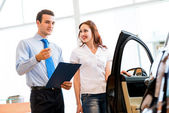 Consultant in the showroom and the buyer — Stock Photo