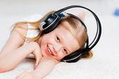 Pretty girl listening to music on headphones — Stock Photo