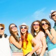 Group of young wearing sunglasses and hat — Foto de Stock