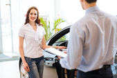 Buying a new car — Stock Photo