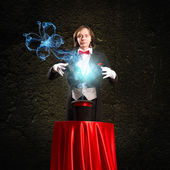 Magician causes the magic out of the hat — Stock Photo