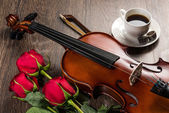 Violin, rose, coffee and music books — Stock Photo