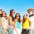 Group of young people wearing sunglasses and hat — Stockfoto