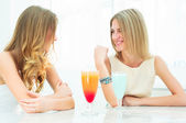 Two beautiful women chatting in a cafe — Stock Photo