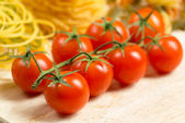 Close-up of cherry tomatoes and pasta — Stock Photo