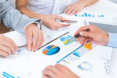 Business people discuss meeting targets — Stock Photo