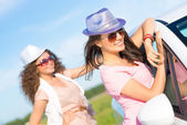 Young women wearing sunglasses — Stock Photo