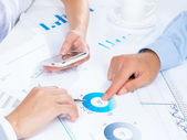 People discuss meeting targets — Stock Photo