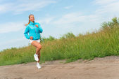 Young woman running — Stock fotografie