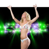 Afiş tutarak bikinili genç çekici kadın — Stok fotoğraf