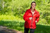 运行健康年轻女运动员 — 图库照片